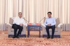正在珠海的行政長官崔世安與珠海市委書記郭永航會面