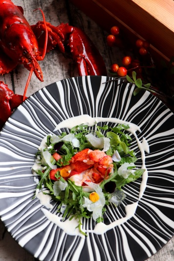 派意舫-龍蝦配蘆筍,芝麻菜,青檸啫喱和檸檬醬 Prive-Lobster on Bed of Asparagus, Arugula, Lime Jelly and Lemon Sauce