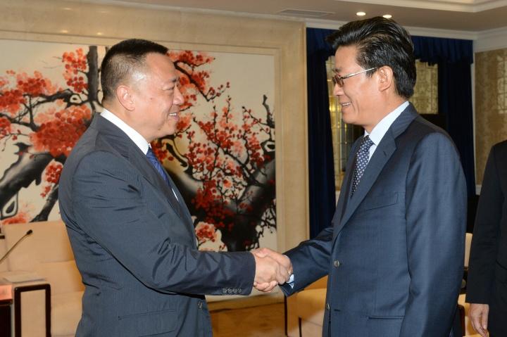 經濟財政司長司梁維特與珠海市市委書記、市人大常委會主任郭永航在珠海會晤。