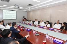 行政長官崔世安在中山中智藥業集團出席座談會