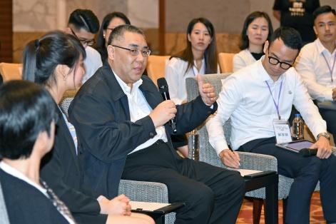 """行政長官崔世安在惠澳兩地青年交流會上與""""千人匯""""匯員代表和惠州青年交流"""