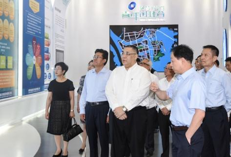 行政長官崔世安在珠海橫琴參觀考察澳門青年創業谷