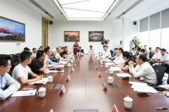 行政長官崔世安在珠海橫琴澳門青年創業谷與創業青年座談