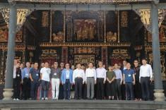 代表團在祖廟古戯台前合影