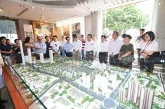 代表團聽取介紹嶺南新天地活化項目整體規劃