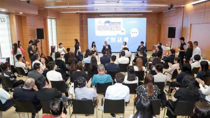 對話會上在大灣區創業、就業、讀書、實習的澳門企業家和青年踴躍發言,分享經驗。
