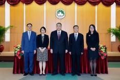 行政長官崔世安主持政策研究和區域發展局局長米健(右二)、副局長吳海恩(右五)及林媛(右一)的就職儀式