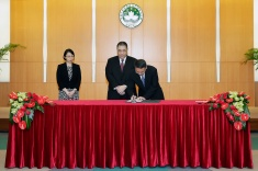 行政長官崔世安主持政策研究和區域發展局局長米健的就職儀式