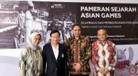 譚俊榮與印尼文化與教育部副部長希爾曼·法里德(右二)合影留念