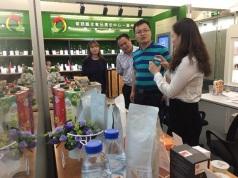 貿促局廣州代表處向來訪人員介紹葡語國家產品