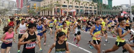 行政長官崔世安主持歡樂跑起步。