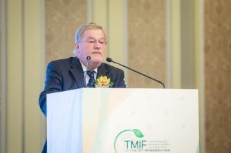 產業園專家顧問委員會委員、德國藥典植物藥委員會主席Gerhard Franz致辭