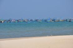 美奈原是一條漁村,至今仍有大量漁船運作捕魚
