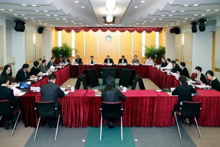 行政長官崔世安主持建設世界旅遊休閒中心委員會年度全體會議