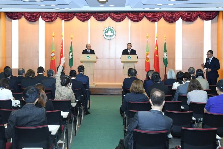 行政長官崔世安與葡萄牙外交部長奧古斯托·桑托斯·席爾瓦在澳葡聯合委員會第五次會議結束後,共同會見傳媒。