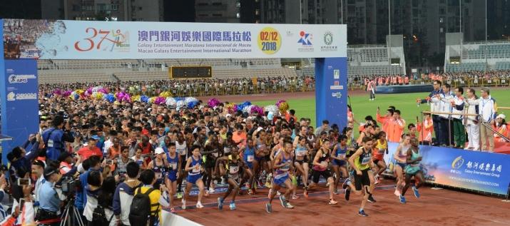 譚俊榮等主持馬拉松起步儀式