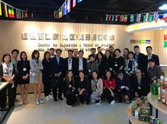 代表團參觀葡語系國家(地區)商品展銷中心 (1)