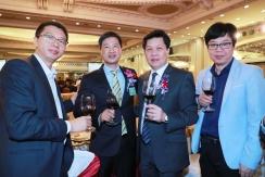 廣東省僑聯副主席、中山市僑聯主席余志勇(右二)向阮建昆祝賀