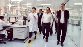 粵澳食品安全交流與合作小組成員參訪深圳海關食品檢驗檢疫技術中心