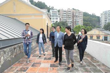 譚俊榮視察海事工房 2