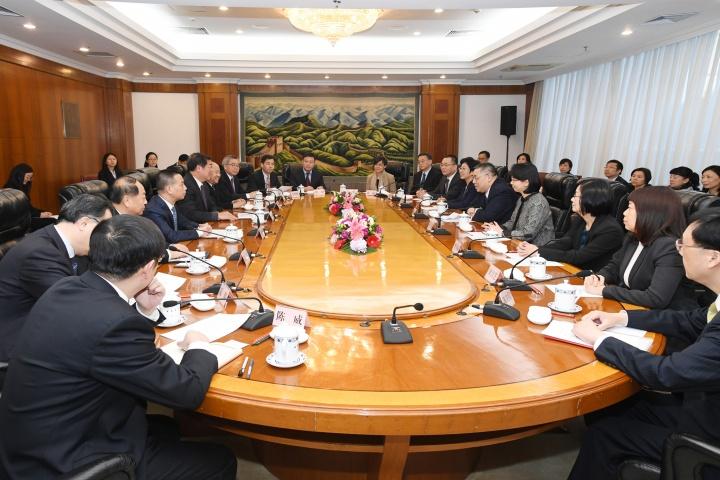 行政長官與國家發展和改革委員會主任何立峰