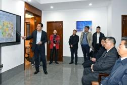 行政長官崔世安到蘇澳合作園區建設辦公室聽取園區基本情況的介紹 (1)