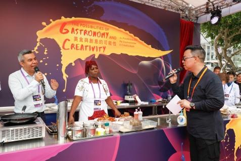 來自創意城市貝根(挪威)及布埃納文圖拉(哥倫比亞)的廚師與觀眾分享其美食創作的靈感及文化背景