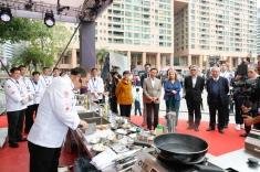 名廚林振國於澳門特別表演中率先上場施展廚藝
