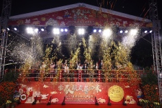 嘉賓在北區主持花車匯演起步儀式