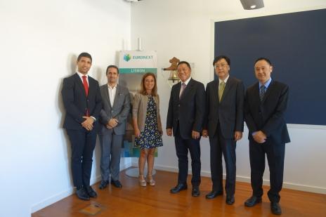 梁維特一行昨(10日)於葡萄牙和里斯本泛歐交易所首席執行官Isabel Ucha(右四)會面,就合作建設金融平台等議題交換意見。