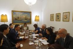 梁維特一行昨(10日)於里斯本和葡萄牙中央銀行行長Carlos da Silva Costa會面,雙方就加強合作交流展開深入探討。