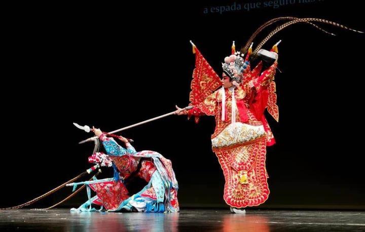 1._學生藝術團演出世界非物質文化遺產的粵劇《穆桂英招親》