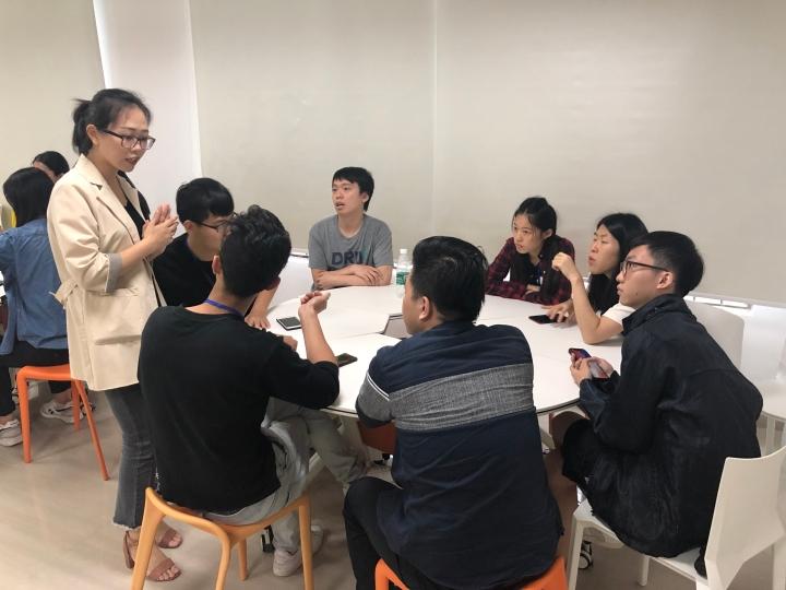 """參加者於""""惠州大學生創業孵化基地""""參加工作坊"""