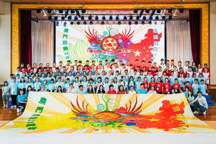回訪澳門的河北省、貴州省、江蘇省、廣東省及湖南省師生,與澳門學生青年大合照。
