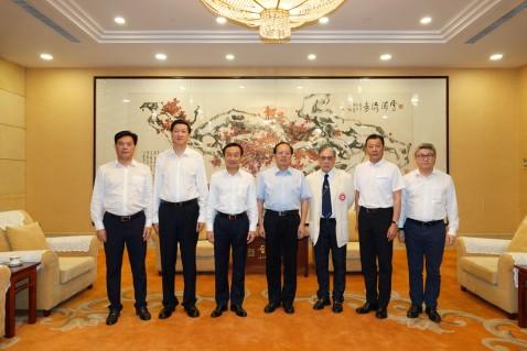 國家體育總局局長苟仲文(左四)與譚俊榮等合照