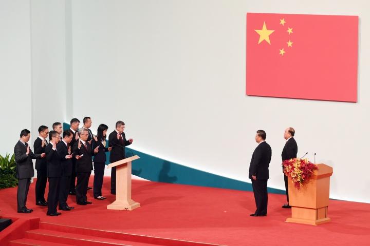 在國家主席習近平監誓下,澳門特別行政區第五屆主要官員和檢察長宣誓就職。