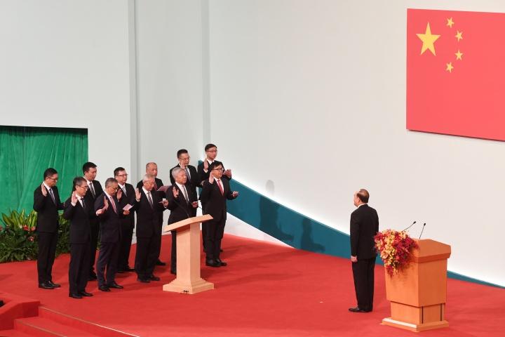 在行政長官賀一誠監誓下,澳門特別行政區第五屆行政會委員宣誓就職。