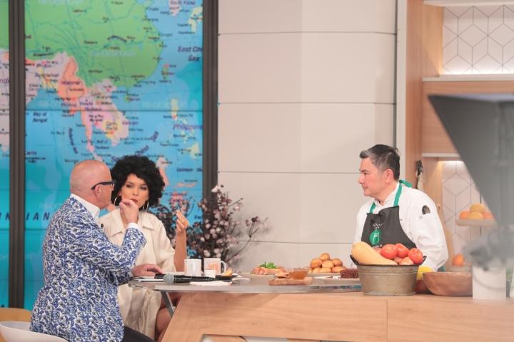 廚師馬央亮相葡萄牙電視台示範烹調土生葡人美食