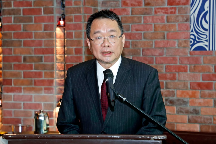 政府發言人、新聞局局長陳致平在傳媒茶聚上致辭。