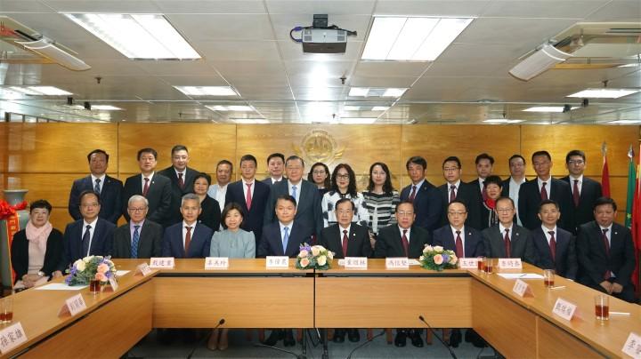 李偉農司長拜訪澳門廠商聯合會聽取施政意見。
