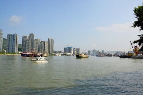 海事局船隻引導漁船有序出海