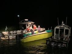 海關人員於海上截獲有關蛇艇