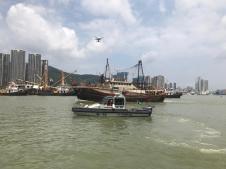 海關派出船隻和無人機監察通航秩序