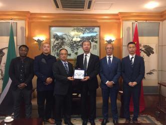 澳大代表團訪問中國駐莫桑比克大使館