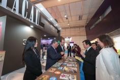 社會文化司司長譚俊榮及嘉賓參觀澳門展位