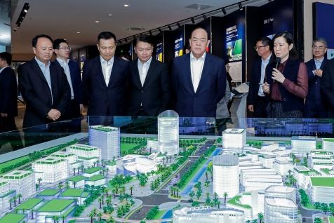 行政長官賀一誠考察位於橫琴的粵澳合作中醫藥科技產業園