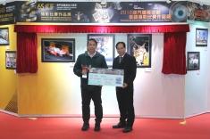 馬志信頒發獎項予得獎者