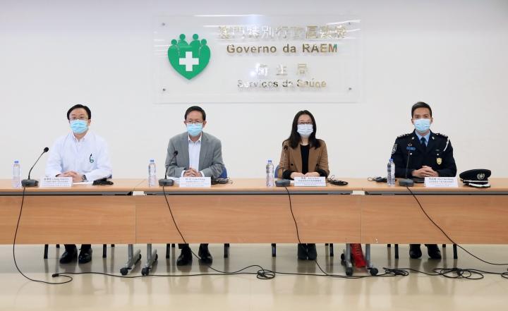 附圖:應變協調中心呼籲居民,如有發熱、咳嗽等不適,應戴上口罩,及早就醫,並響應兩地政府的呼籲,不外出、不聚集、留在家中