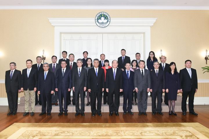 特區政府代表團與廣東省政府代表團成員在粵澳深度合作區總體方案工作會議舉行前合影