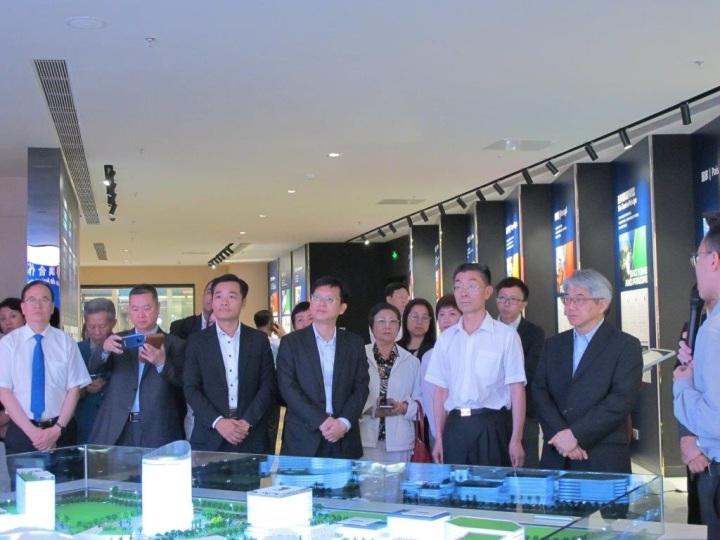 參訪團參觀「粵澳合作中醫藥科技產業園」